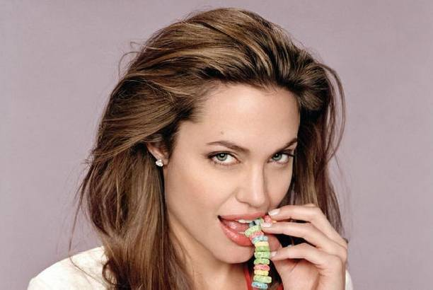 Анджелина Джоли уводит у Дженнифер Энистон мужа