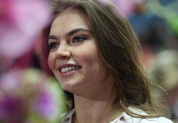 Русская девочка раздвигает порно