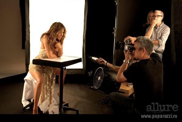 Все фото обнаженной Дженнифер Энистон для журнала Allure уже попали в сеть