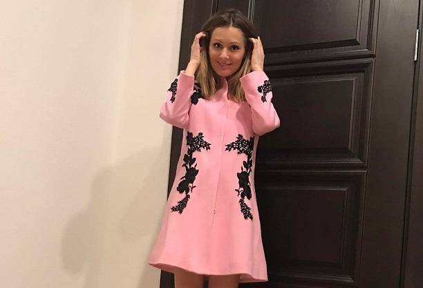 Мария Кожевникова снова стала носить мини юбки