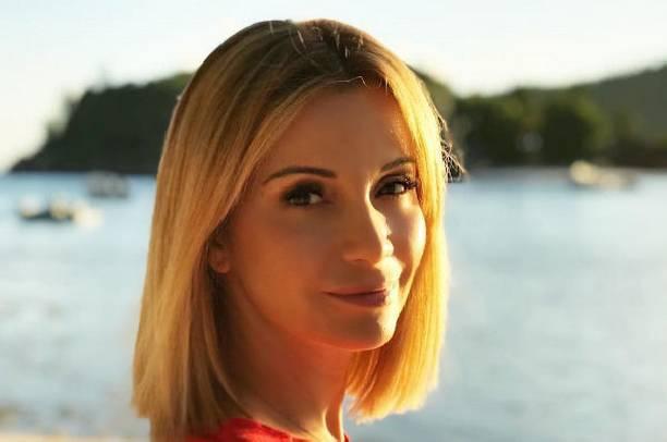 40-летняя Ольга Орлова продолжает делиться откровенными фото в бикини