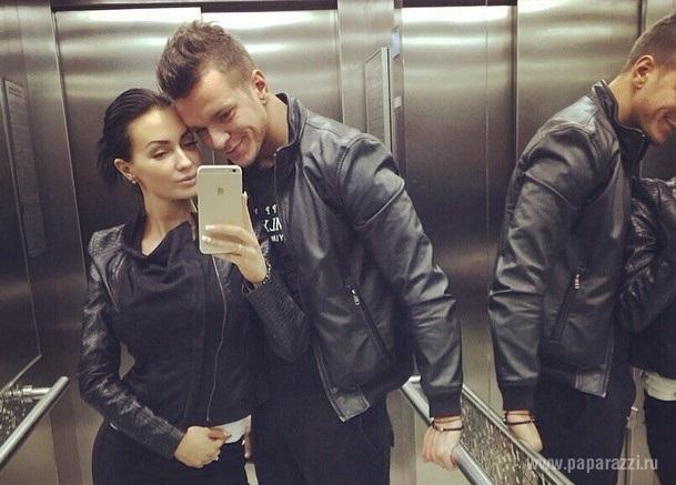 Антон Гусев выложил пикантный снимок с Евгенией Феофилактовой