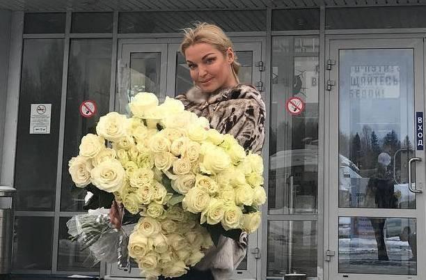 Анастасия Волочкова жалуется на невнимание бывшего супруга
