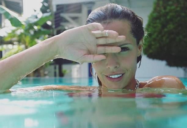 Мария Горбань показала сексуальную попу в купальнике