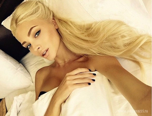 Худая Алена Шишкова удивила снимками в купальнике и размером груди