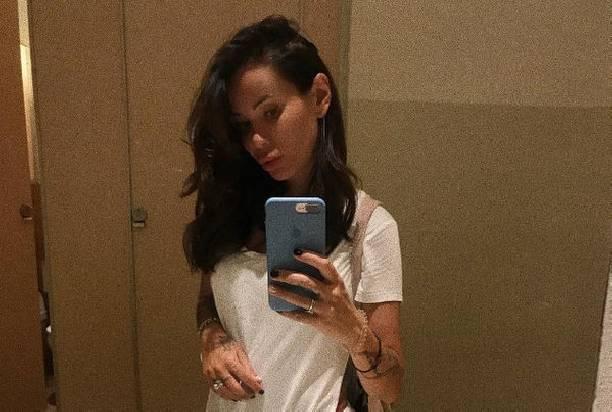 Айза Анохина впервые показала снимок в бикини после пластики