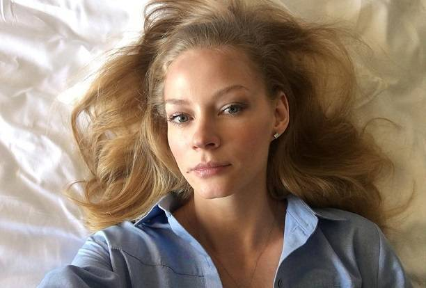 Светлана Ходченкова примерила откровенное платье Алессандры Амбросио