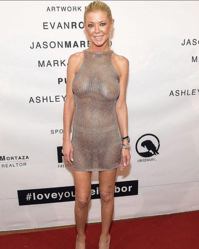 Актриса Тара Рид в прозрачном платье сетка