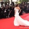 Кейт Бекинсейл поразила точеной фигуркой в платье из блесток