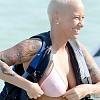 Эмбер Роуз за один день увеличила бюст и количество волос на голове