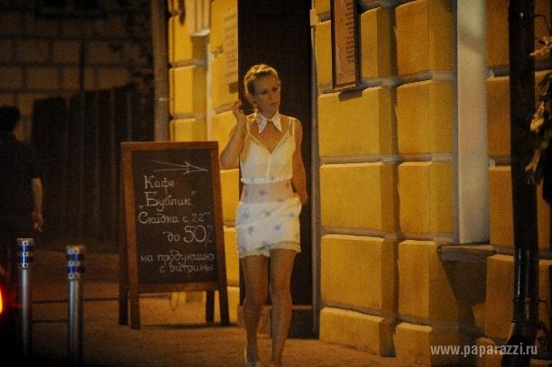 Девушка разделась в кафе фото 15-313