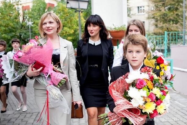 Сын Тины Канделаки сам купил себе костюм в школу