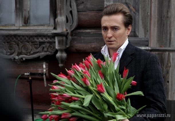 Фото сергея безрукова с цветами