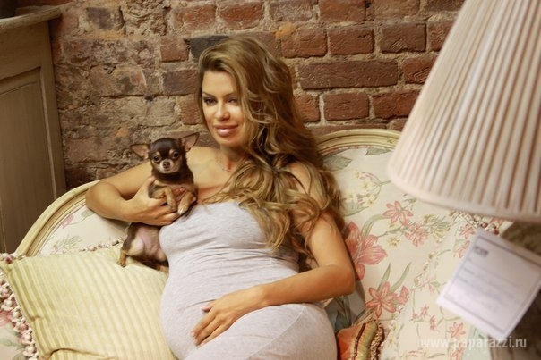 Телеведущая Виктория Боня родила девочку.