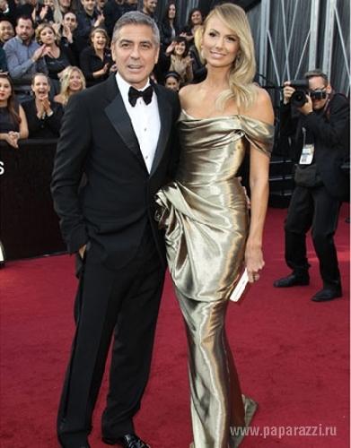 Актер Джордж Клуни сбежал от молодой любовницы Стейси Киблер
