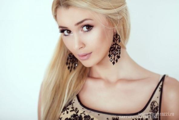 Анна Стрюкова растет копией своей звездной мамы Анастасии Заворотнюк