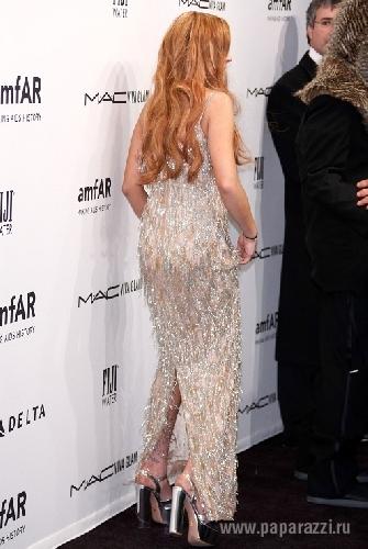 Линдси Лохан порвала дизайнерской платье