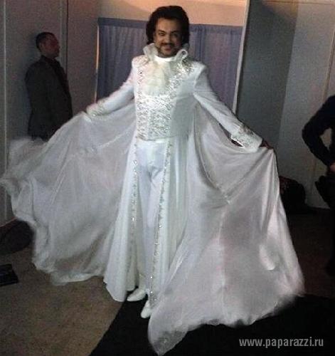 Филипп Киркоров затмил своим платьем западных моделей