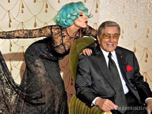 Леди Гага подарила свою золотую коляску пострадавшей поклоннице