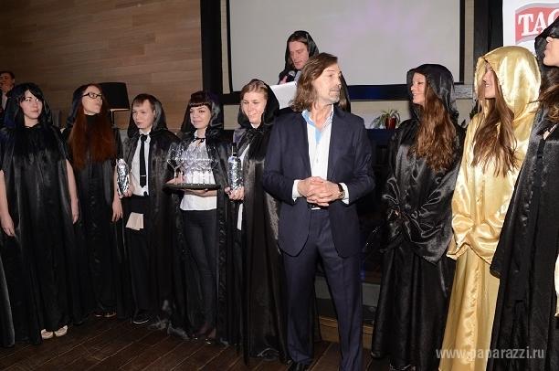 Никас Сафронов организовал тайное собрание