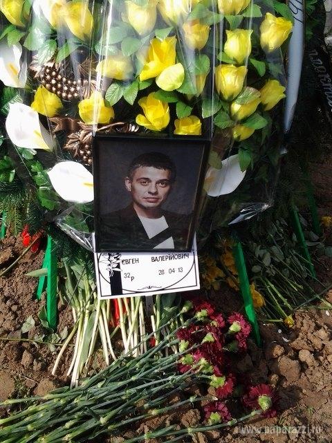 Певица Тина Кароль похоронила свекра рядом с супругом
