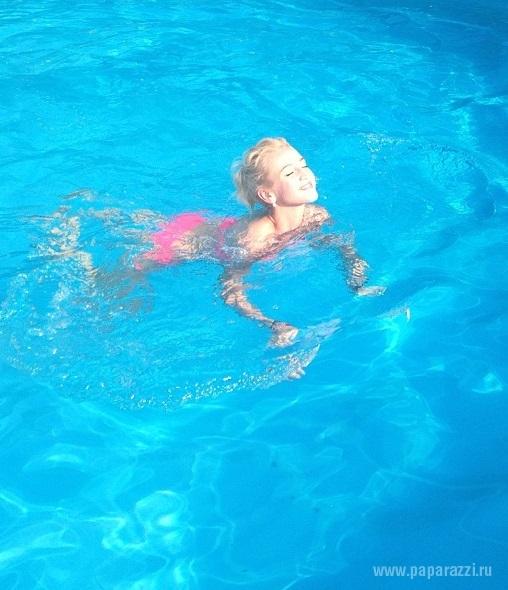 Ольга Бузова продолжает радовать поклонников фотографиями в купальнике