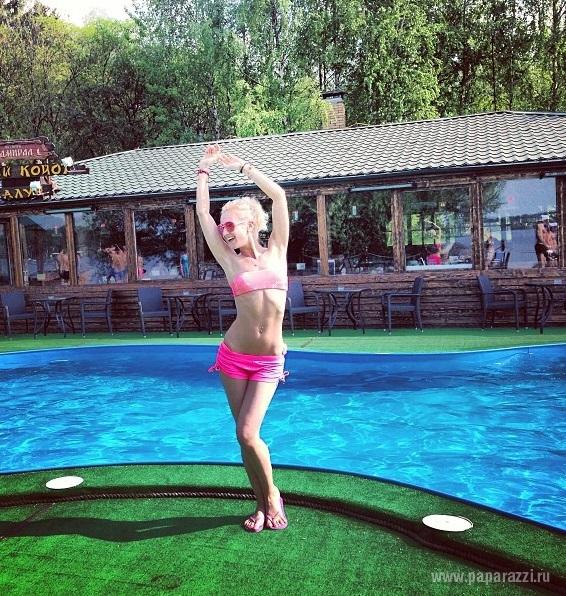 Ольга Бузова показала идеальную фигуру в купальнике