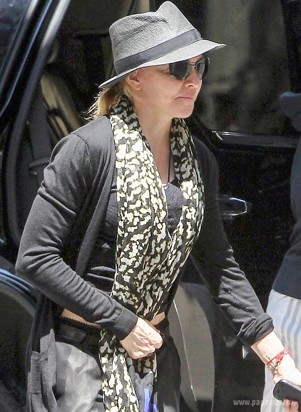 Мадонна украсила зубы бриллиантами и золотом