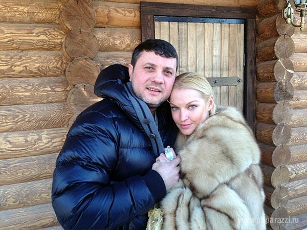 Анастасия Волочкова развлекла Бахтияра на работе в обеденный перерыв