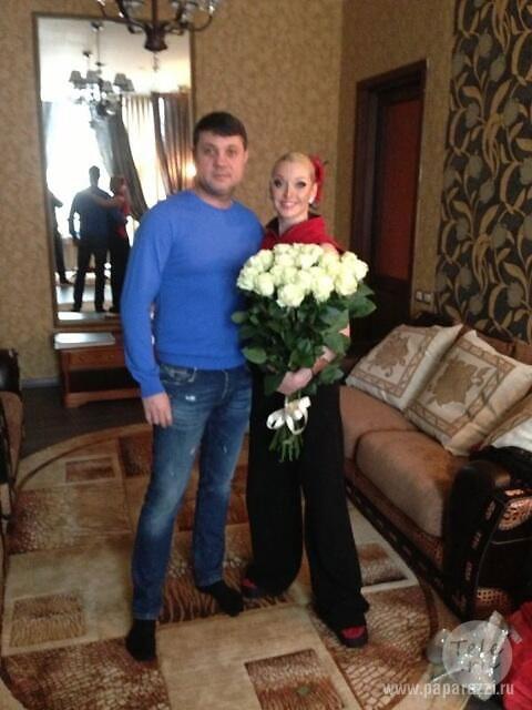 Жених Анастасии Волочковой Бахтияр имеет жену, взрослого сына и сомнительный бизнес