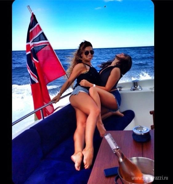 Playboy и Анна Седокова стащили идею съемки у Instagram