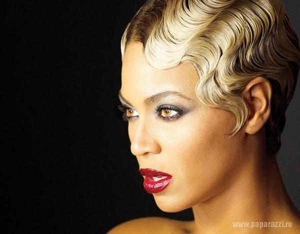 Блондинка Бейонс предстала перед поклонниками и фотографами в невероятном наряде