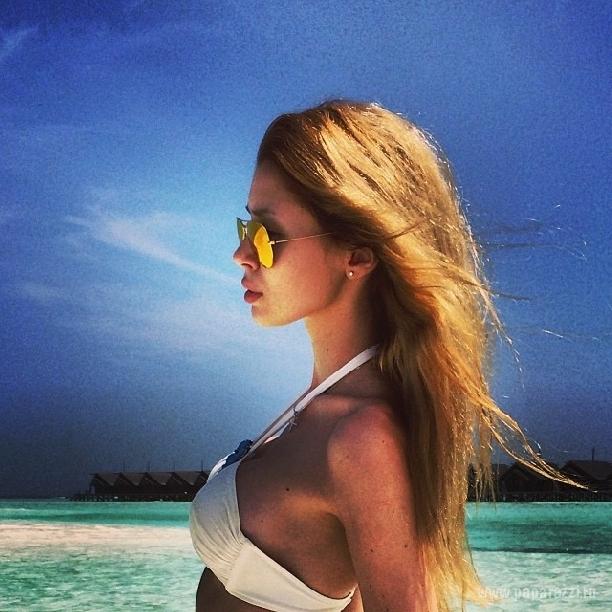 Анна Заворотнюк продемонстрировала модный купальник и показала, как развлекается с подругами в Лас-Вегасе