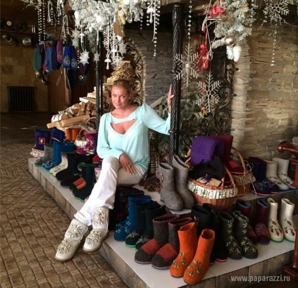 Длинноногая Анастасия Волочкова продемонстрировала завидную растяжку