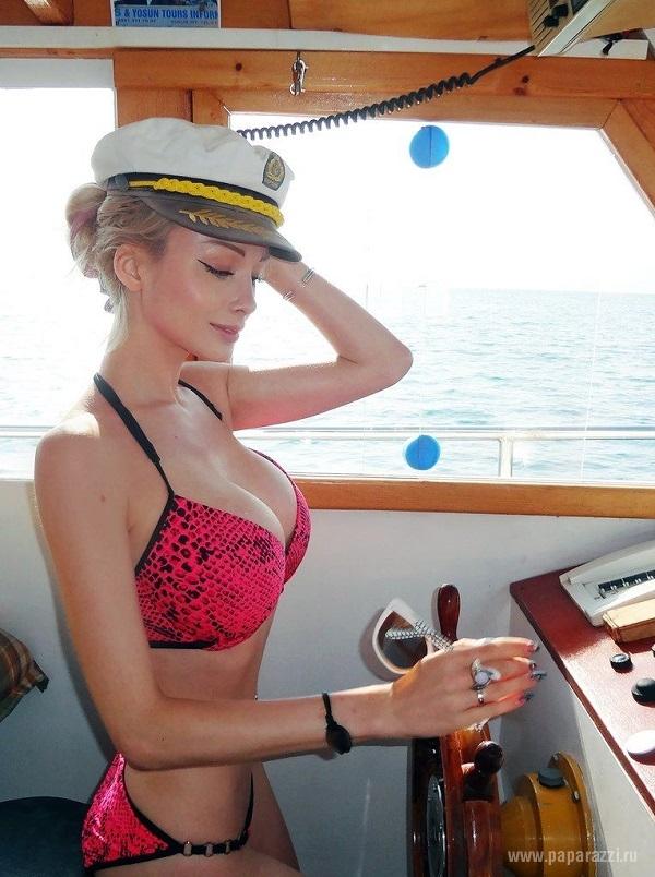 В Америке появилась конкурентка одесситке Валерии Лукьяновой - Эла Роуз