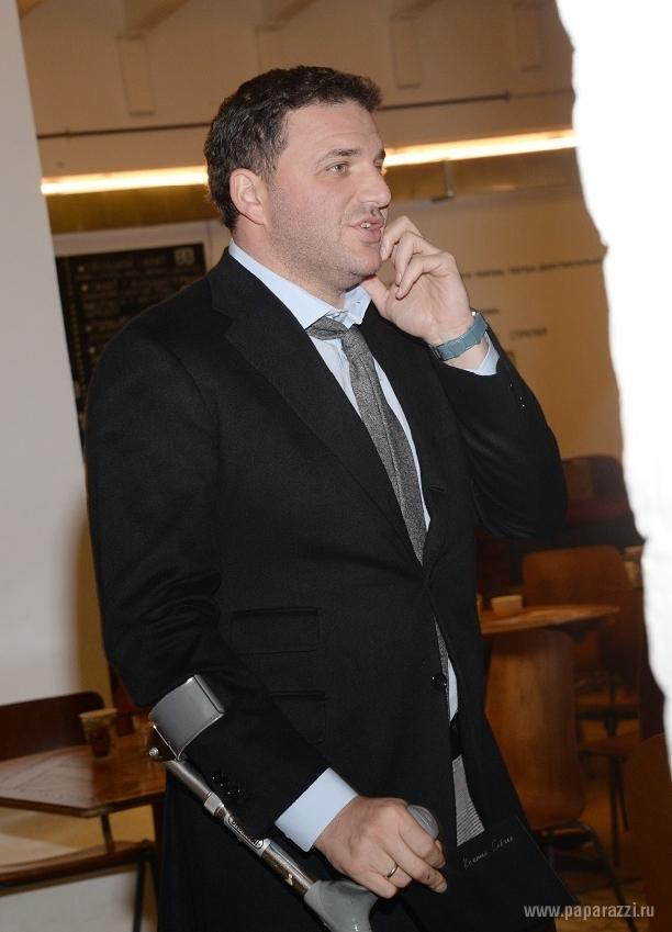 Максим Виторган решил оставить дома костыли и Ксению Собчак