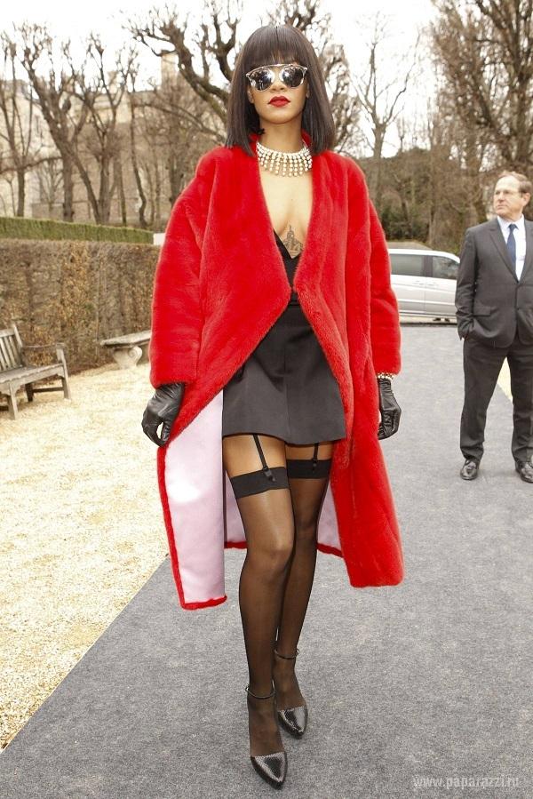 Певица Рианна пристрастилась к мехам и прозрачным кофтам
