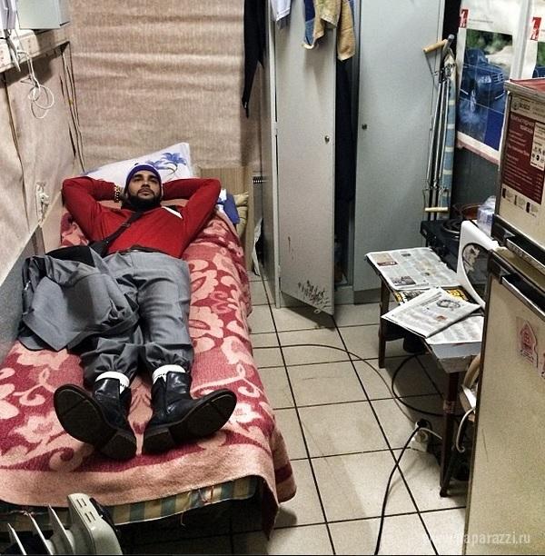 Алена Шишкова отправилась на вечеринку для гопников, а Тимати вставил золотые зубы
