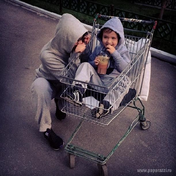 Алена Водонаева отпраздновала день рождения сына и вспомнила себе беременную