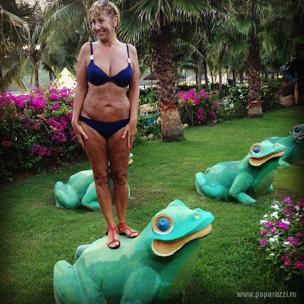 На отдыхе без мужа Лариса Копенкина нашла желающих залеть ей под юбку