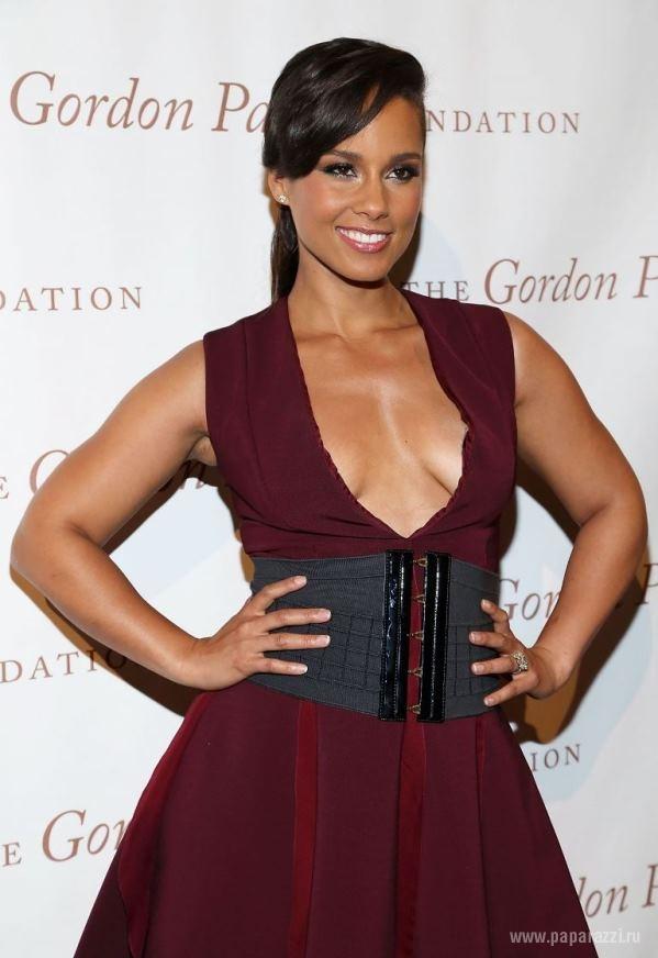 Alicia Keys Jumpsuit  Alicia Keys Looks  StyleBistro