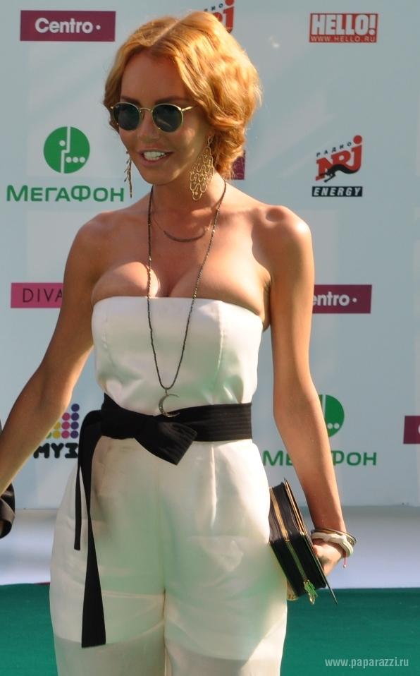 Маша Малиновская сильно поправилась, стала блондинкой и выложила роскошный снимок в бикини