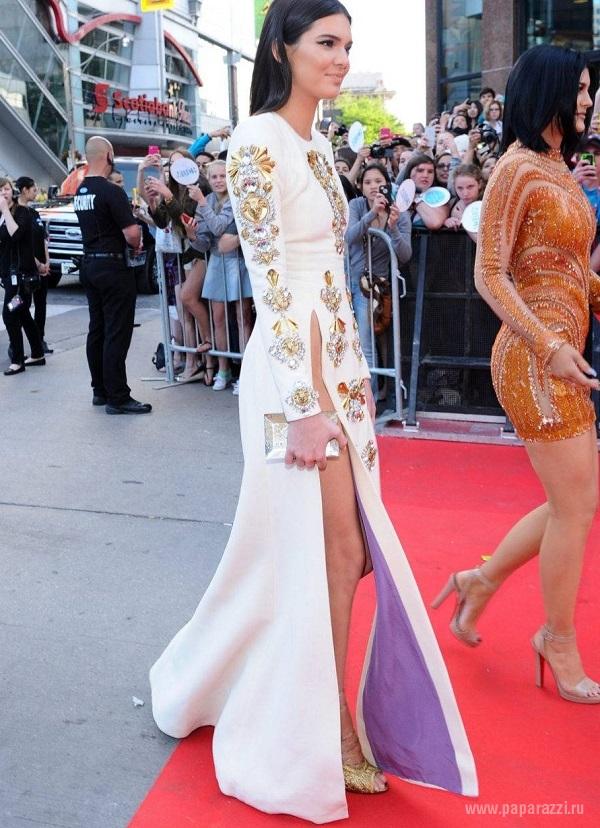 В сети появился снимок Виктории Лопыревой без нижнего белья
