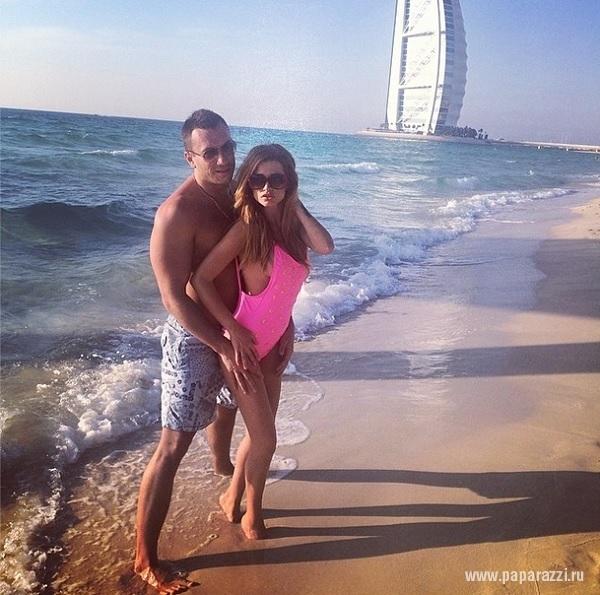 Ксения Бородина продолжает выкладывать фотографии в бикини