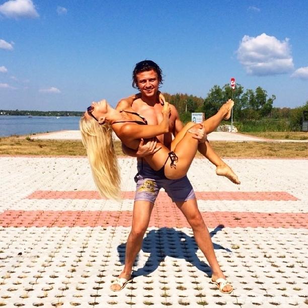 Лариса Копенкина дала насладиться собой в бикини