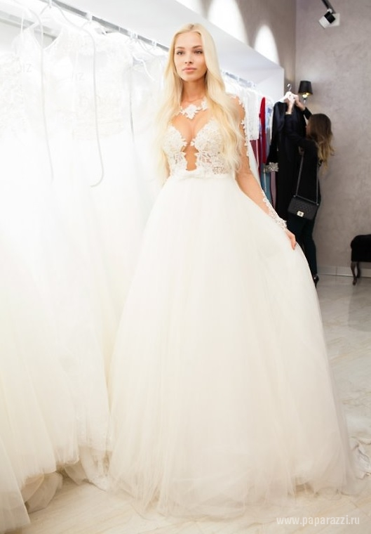 Алена Шишкова выбрала себе свадебное платье