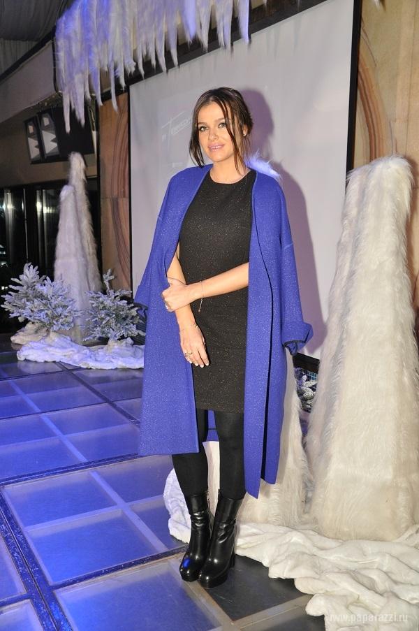 Елена Темникова не смогла избавиться от животика к модной премии