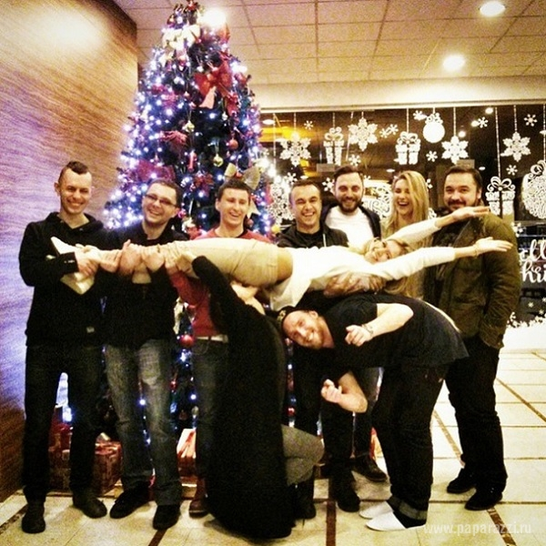 Ольга Бузова продолжила марафон откусанных новогодних попок