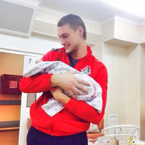 Александр Задойнов и Элина Камирен передумали играть свадьбу, вернувшись на Дом-2