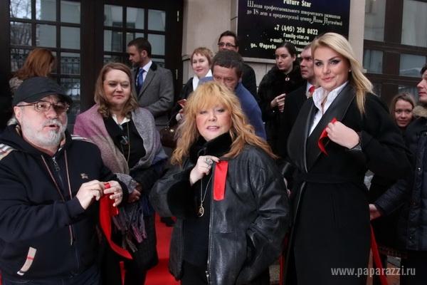 На открытии «Детского клуба» Алла Пугачева выглядела очень уставшей постаревшей